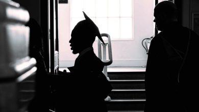 Photo of أنا أشير للقمر، والأحمق ينظر لشهادتي الوهمية – حسين إسماعيل
